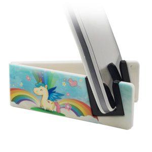 Stand con Unicorno sorridente tra nuvole e arcobaleni
