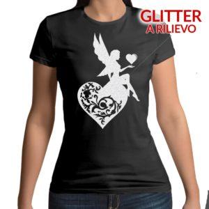 Tshirt 100% cotone con stampa frontale di una fata seduta sun cuore glitter a rilievo su base nera